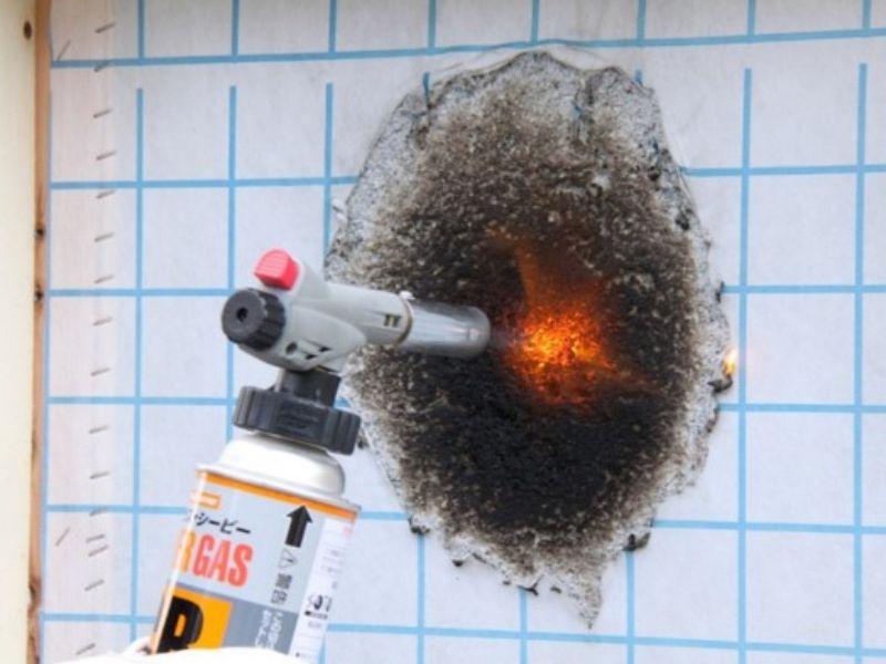 バーナーによる燃焼テストの様子