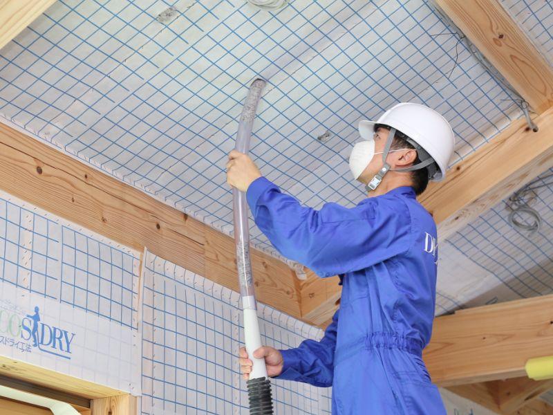 屋根施工の様子