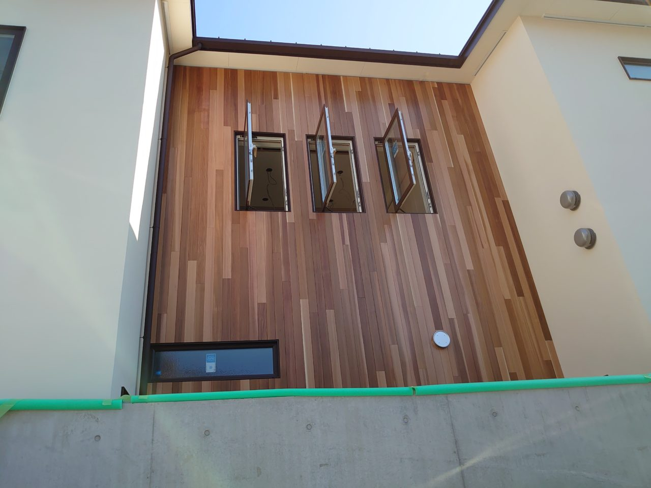 ベイスギ液体ガラス塗装の外壁